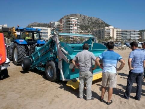 Neteja platja l estartit tractors limpieza playa